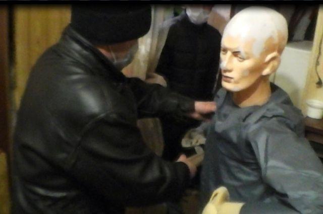 Подозреваемого поместили  в изолятор временного содержания, ведётся следствие.