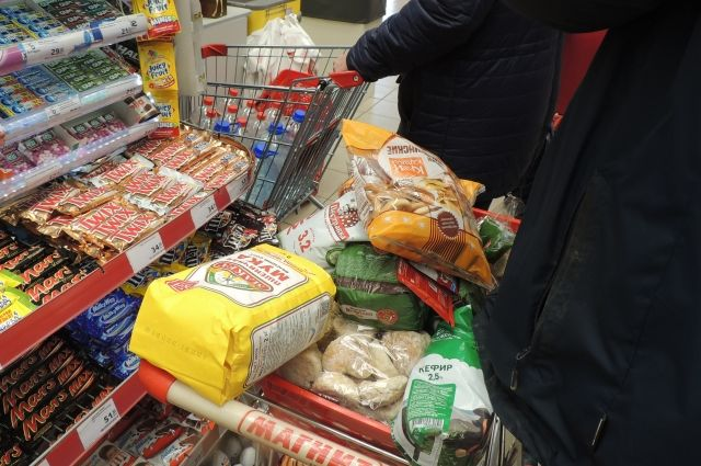 Кризис заставляет людей покупать лишь самые необходимые товары.