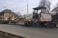 В Оренбурге дорожники демонтировали только что побеленные бордюры.
