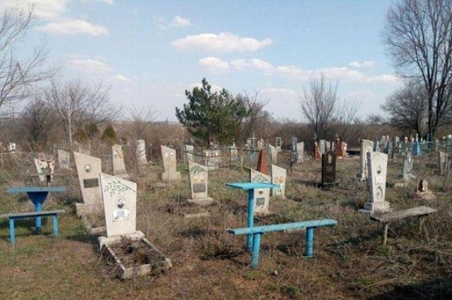 В Харьковской области ребенка насмерть придавило могильной плитой