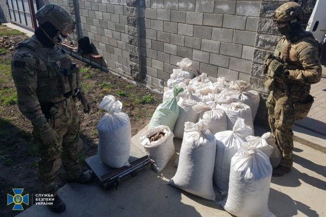 В Ровно изъяли более 600 килограммов незаконно добытого янтаря