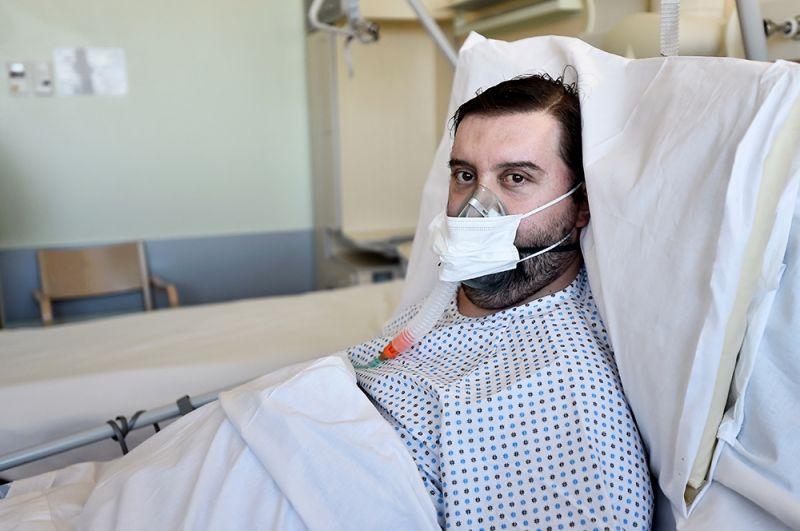Федерико Де Лука, Италия. Де Лука — гериатр, который лечил пожилых пациентов в Бергамо в Ломбардии. В результате сам заразился коронавирусом и провел три недели в реанимации. Сейчас он выздоровел.