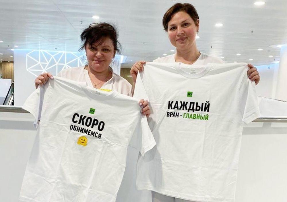 Медработники больницы в Коммунарке, Москва.