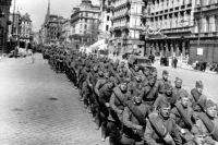 Советские войска во взятой Вене.