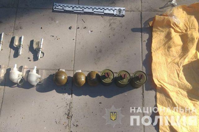 В Киеве во время сбыта гранат и патронов задержали военного