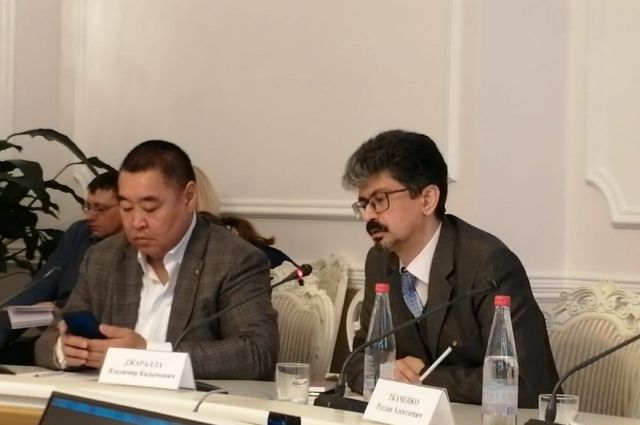 Владимир Джаралла (справа) предпочёл личное участие дистанционному