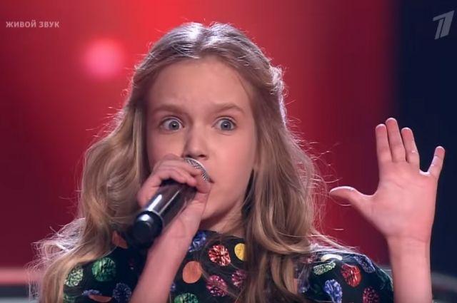 Лиза вместе с соперницами спела песню «Убей мою подругу».