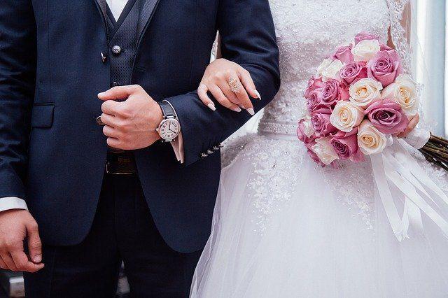 Жители Тюменской области переносят свадьбы