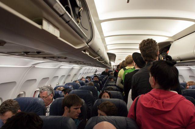 На борту находились 49 пассажиров и 7 членов экипажа.