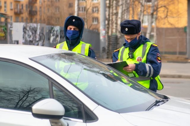 Полицейские остановили мужчин в Лобаново, хотя об живут в Перми.