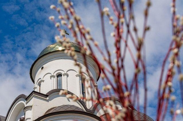 Тысячи верующих отправились в храмы в Вербное воскресенье в Новосибирске