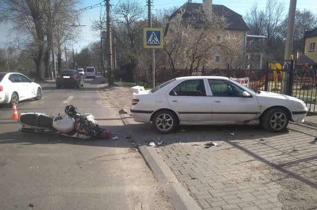 Мотоциклист и его пассажирка пострадали в ДТП в Калининграде