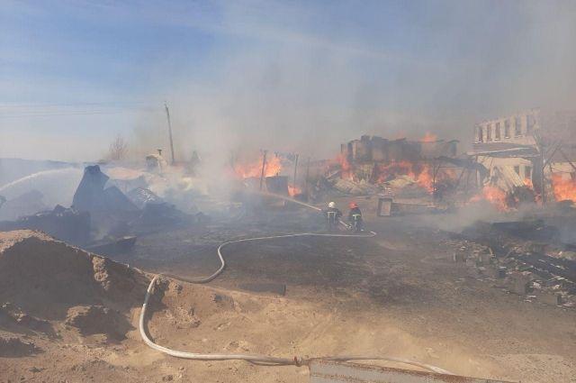 Взрыв емкостей с горючим: в Ровенской области у монастыря произошел пожар