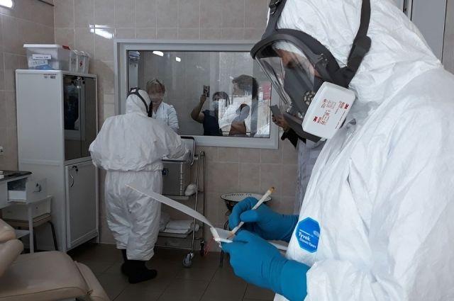 В Красноярском крае, по-прежнему, два пациента с коронавирусом на ИВЛ