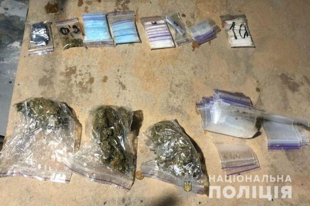 В Донецкой области разоблачили две группы наркоторговцев