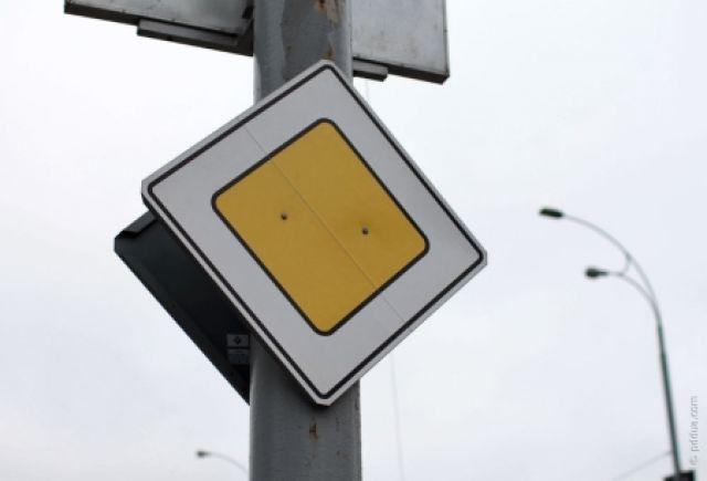С 17 апреля в районе дома №167/7 будет установлен знак «Главная дорога».