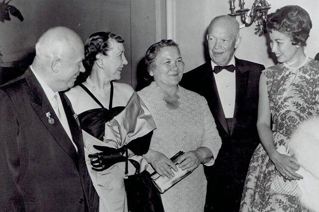 Нина Хрущёва, Никита Хрущёв и 34-й президент США Дуайт Эйзенхауэр в Вашингтоне, 17 сентября 1959 года.