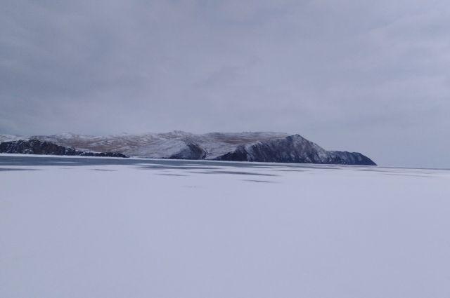 На озере Байкал стремительно тает лёд.