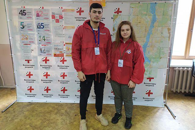 Бехзод Рахмонов и Марина Ивлева приходят в штаб каждый день, чтобы помочь другим.