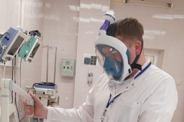 Тюменские анестезиологи проводят операции в подводных масках