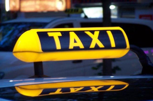 В Киеве водитель такси сбил на пешеходном переходе мужчину