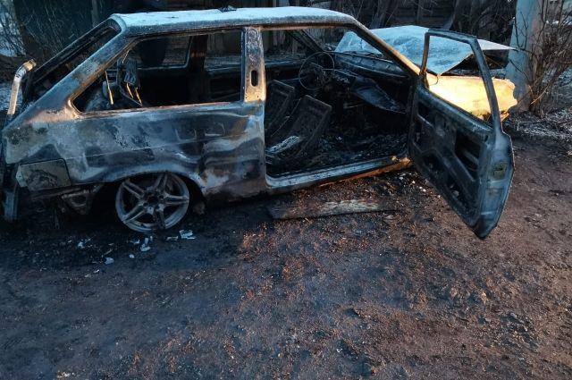 В Оренбуржье из-за аварии загорелся автомобиль