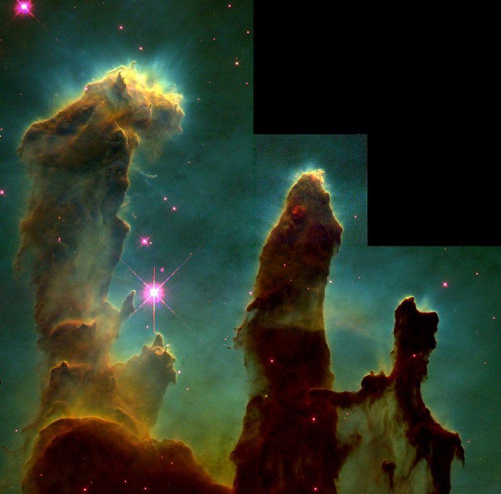 «Столпы Творения» в туманности Орёл. Такое название объекты на фотографии получили потому, что газ и пыль в них вовлечены в процесс формирования новых звезд с одновременным разрушением облаков под светом уже образовавшихся звезд. Снимок сделан в 1995 году.