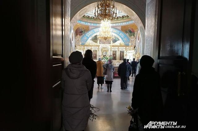 В Никольском соборе в Вербное воскресенье проводилась служба.