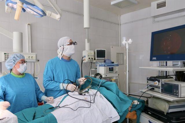 Врачи Тобольска вылечили пациента с большой грыжей позвоночника