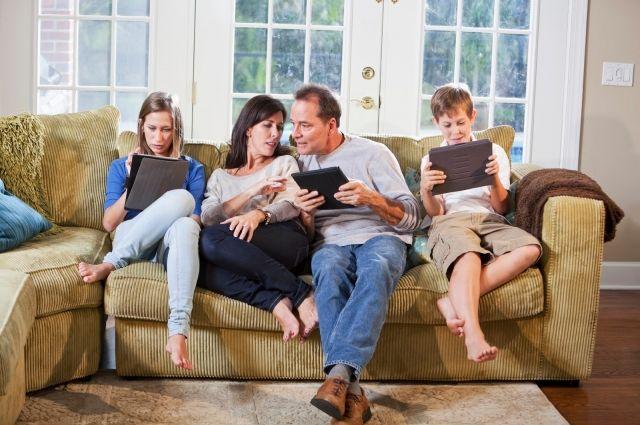 Жизнь многих семей теперь сосредоточена у компьютера или телевизора. И это правильно. По возможности сидим дома!