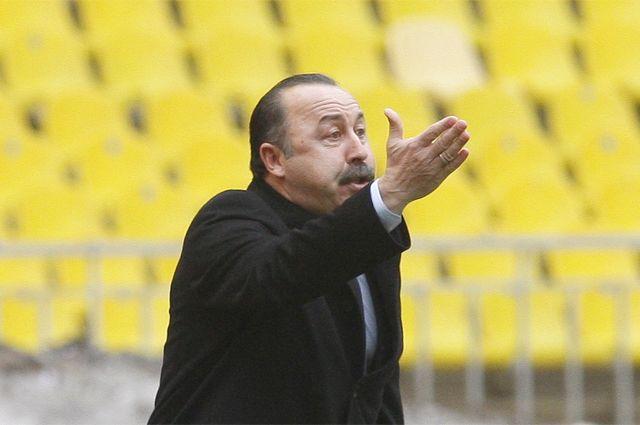 Футбольные арены в России будут пустовать до лета. Сезон не возобновится раньше 31 мая.