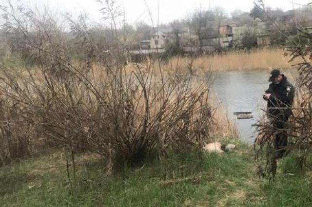 В Кривом Роге на берегу реки в мешке нашли труп женщины без ног