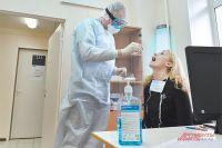 Кабмин выделил средства для доплат медикам, которые борются с коронавирусом