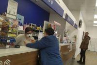 Центры обслуживания юридических лиц работают в обычном порядке. Почтальоны доставляют пенсии, пособия и корреспонденцию без изменений.