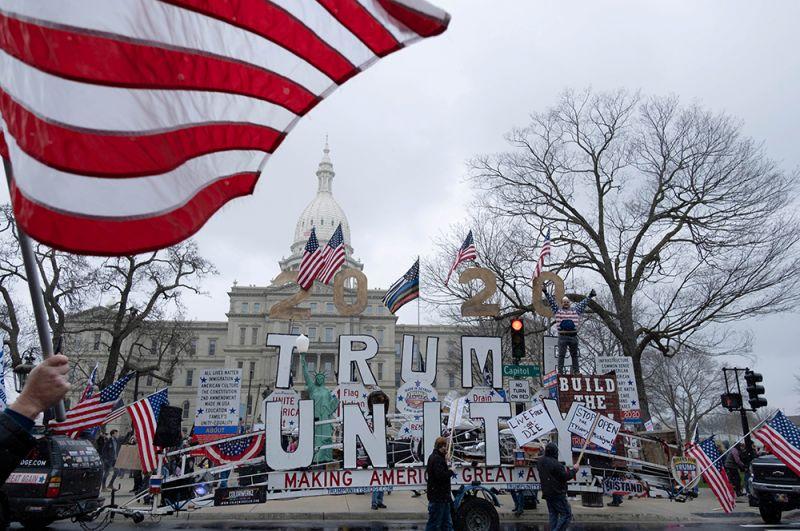 Лансинг, Мичиган. Митинг был организован Консервативной коалицией Мичигана, поддерживающей республиканцев.