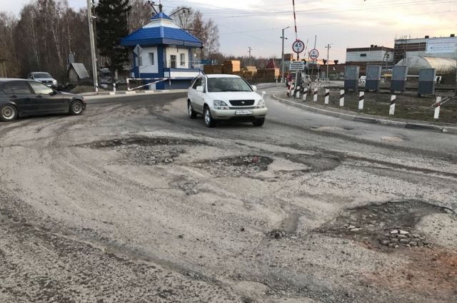 Деньги выделялись на исполнение контракта по ремонту дорог.