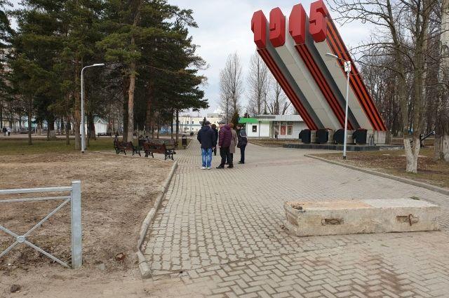 Работы по благоустройству парка проходили в прошлом году, но многое уже надо переделывать.
