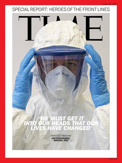 Журнал Time в этом месяце вышел с разными обложками. Их герои — работники медицинских учреждений. В их числе анестезиолог из итальянской Равенны Франческо Менчиз.
