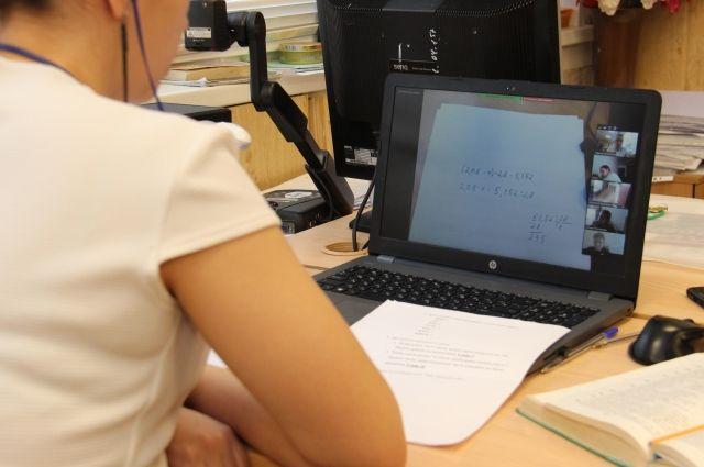 Из-за угрозы распространения коронавирусной инфекции школы региона перевели на дистанционное обучение.