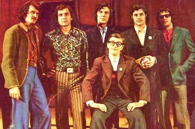 Борис Каплун (на фото второй справа) всегда был одним из самых известных участников ансамбля