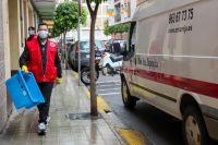 Работник «Красного Креста» на одной из улиц Валенсии, апрель 2020 года.