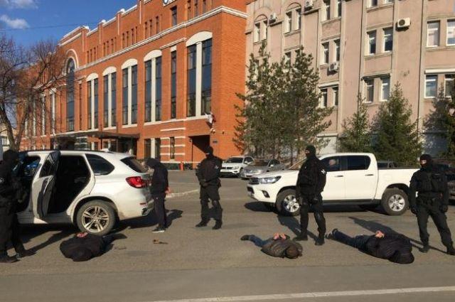 В Оренбурге задержаны подозреваемые в стрельбе во время бытового конфликта.