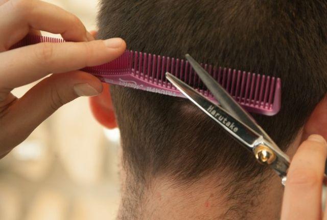Парикмахерские могут открыть при условии строгого соблюдения норм.