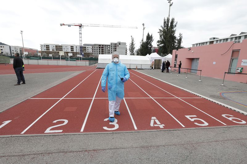 Центр неотложной помощи больным с COVID-19 на стадионе «Альянц Ривьера» в Ницце.