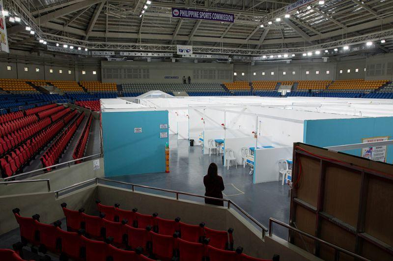 Стадион имени Ниноя Акино, переделанный в карантинный центр для размещения пациентов с коронавирусом, в Маниле, Филиппины.