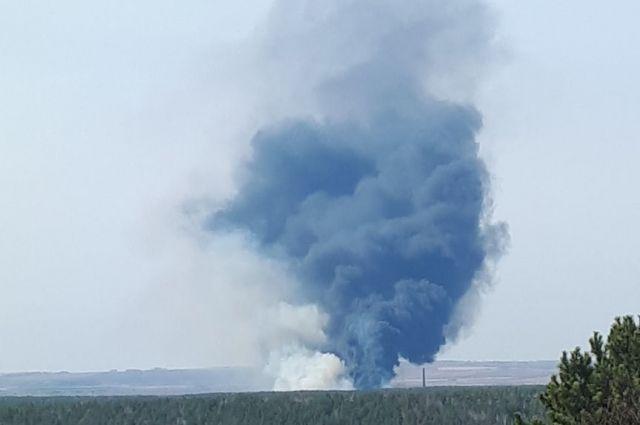 Черный столб  дыма виден даже с окраин города.