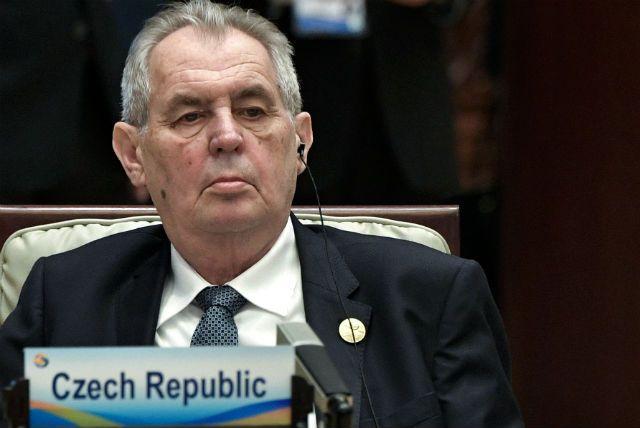 Земан предложил не открывать границы Чехии еще год