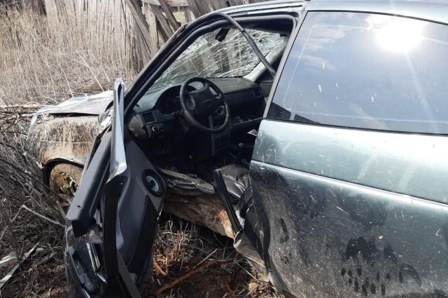 Под Оренбургом из-за аварии пострадали водитель и пассажир Лада Приора