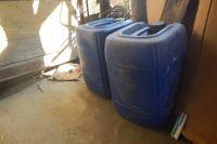 Во время осмотра места происшествия оперативники обнаружили и изъяли две канистры с дизельным топливом общим весом около 100 литров.