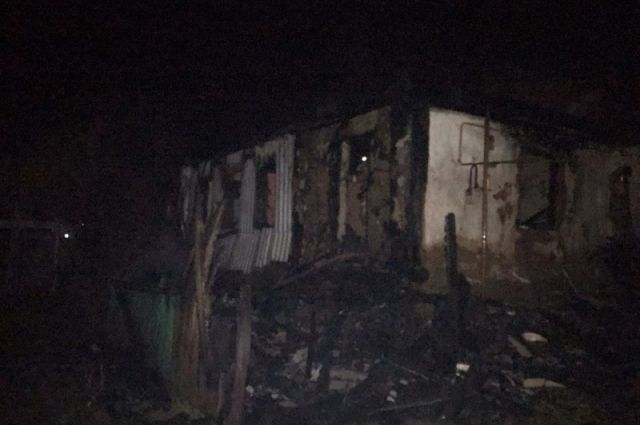 В Переволоцком районе в сгоревшем доме обнаружено тело погибшего.